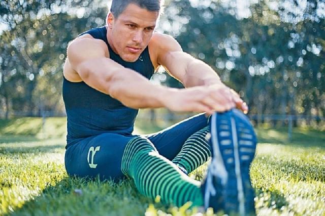 採用PWX 105D布料製成的2XU Elite Power Recovery壓力褲,有助肌肉修復及減少腫脹。