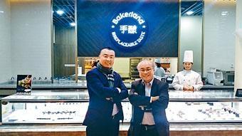 袁國恩(左)表示,該集團致力提升產品質素,並以快速擴張增加市佔率。