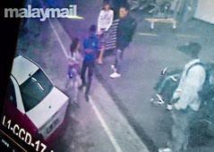 第一名女疑犯與第二名女疑犯在機場。