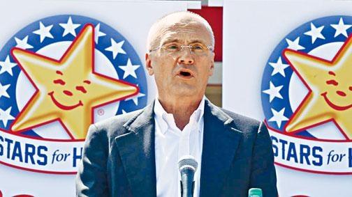 普茲達是CKE餐飲集團行政總裁。