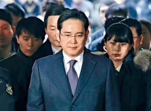 三星太子李在鎔被起訴。