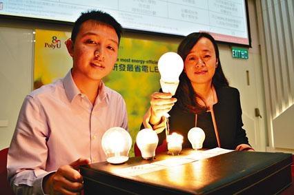 理大畢業生趙崇智研發新型「LED燈絲燈」,能源效益超越市面上其他燈泡。