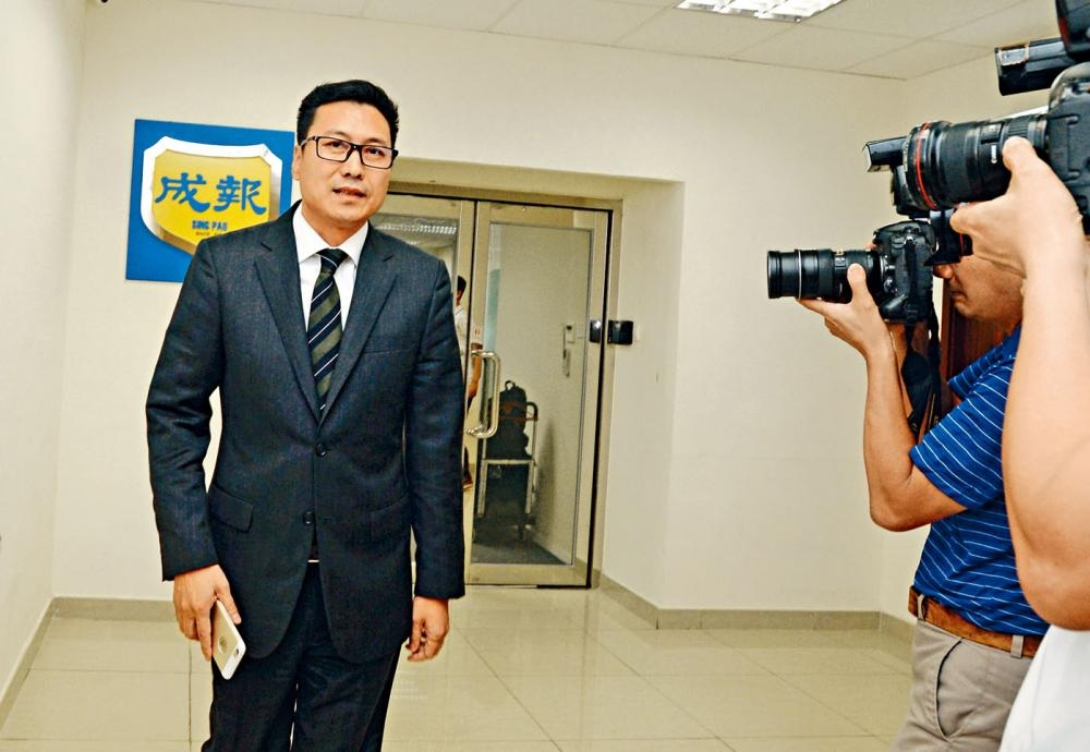《成報》老闆谷卓恒在內地涉非法吸取巨額存款案後離境,國際刑警已對他發出紅色通緝令,如被捕將會引渡回中國。