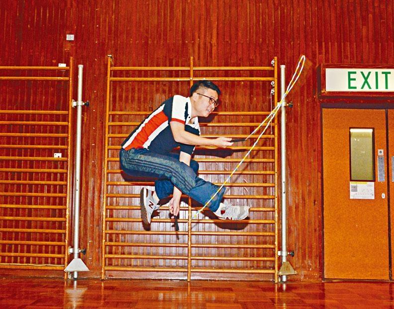 受訪當日,香港跳繩代表隊前教練鄭淦元即場示範花式跳繩。