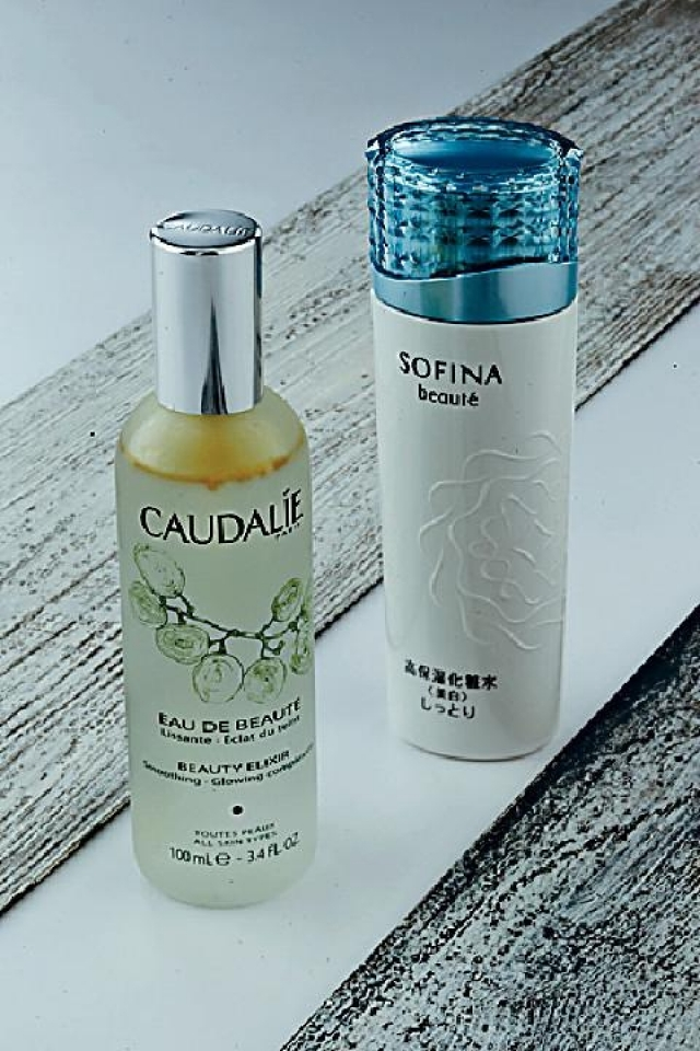 左至右 Caudalíe Beauty Elixir Smoothing Glowing Complexion$380 Sofina Whitening Lotion$300