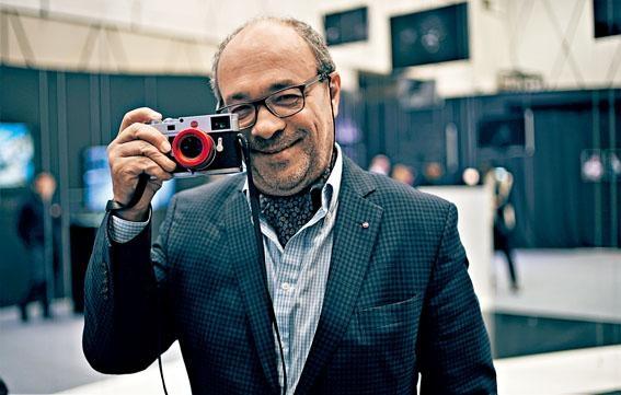 Leica董事局主席Andreas Kaufmann博士隨身帶備最新M10相機。