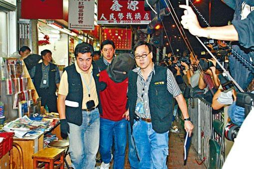 ○二年十一月警方在益豐大廈的賓館,拘捕姓李男子及內地旗兵。