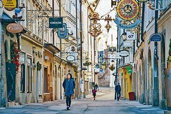 粒粒玲子表示會換取價錢較高的長途機票,圖為薩爾斯堡的蓋特萊德巷Getreidegasse。