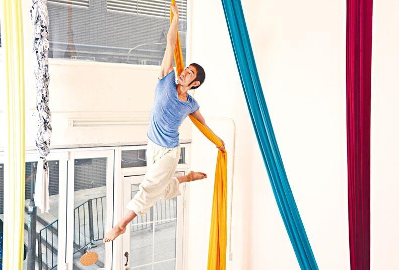 Joe早年入選美國空中舞蹈錦標賽,成為首位代表香港參與是項大賽之表演者。