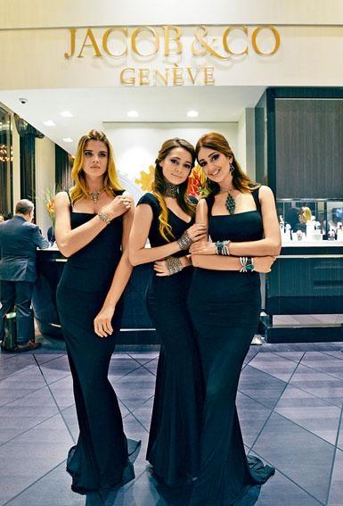 不少品牌也派出美艷模特兒坐鎮。