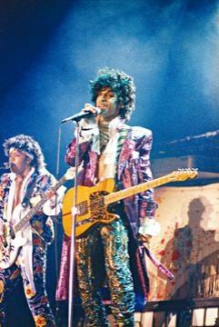 Prince今日逝世1周年,原定推出的EP被Prince遺產管理人禁推出。