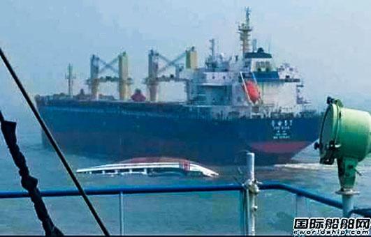 中國海警船與貨輪相撞傾覆,落水人員被救。
