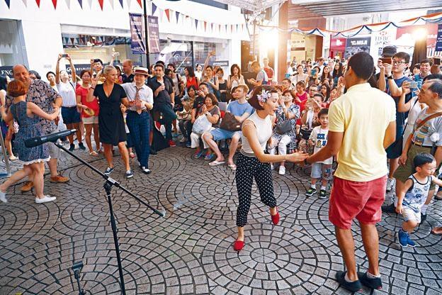 《法國五月藝術節》既有《灣仔──世界音樂日》,還有Rover的演出。