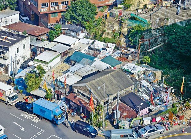 筲箕灣阿公岩村擁有逾二百年歷史,屬港島區碩果僅存村落之一。