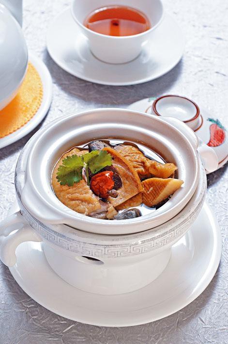 神仙鴨子,這道菜看起來非常大體,米鴨的甘香令人一吃難忘。
