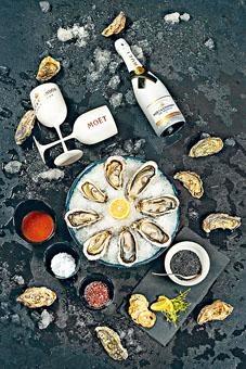 餐廳推出生蠔魚子醬歡樂時光優惠,客人可盡情吃喝。