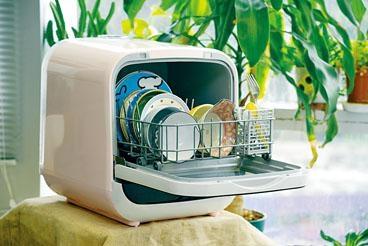 Rasonic的Mini Cube坐式洗碗碟機,免安裝,特設背部水箱,操作簡易,方便長者使用。
