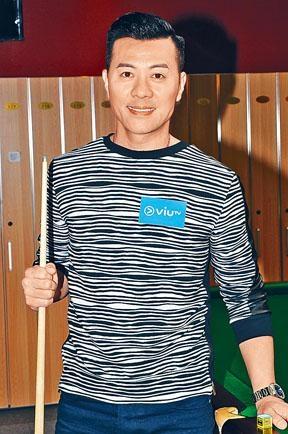 梁漢文昨日為《約咗傅家俊》進行錄影。