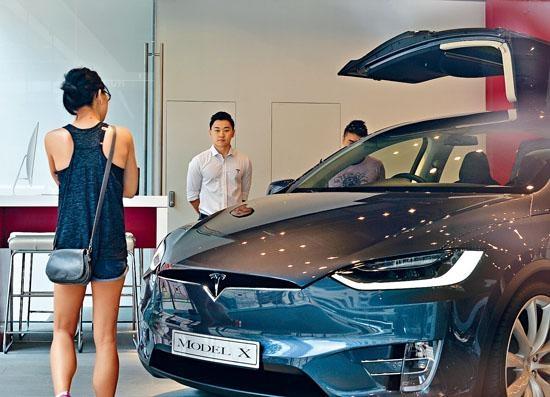 今年二月《財政預算案》宣布大幅削減電動私家車首次登記稅寬免額。