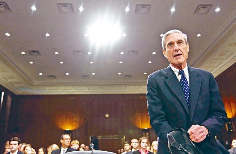 時任FBI局長的米勒二〇一三年行將卸任時,親赴國會出席有關FBI的聽證會。