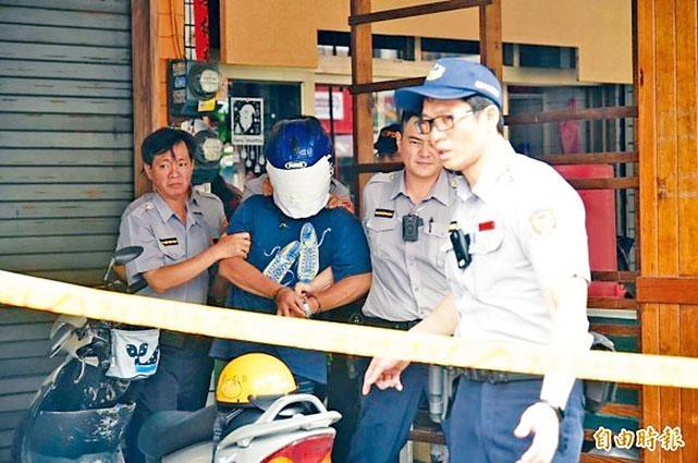 高雄涉嫌砍死妹妹的林姓男子被警方帶走調查。