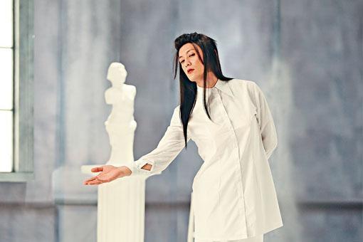 余文樂在片中模仿王馨平唱《別問我是誰》,造成一時話題。