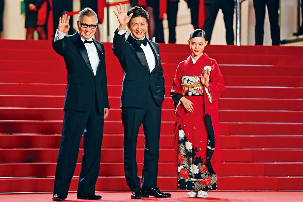 木村拓哉官仔骨骨與杉咲花出席《無限之住人》首映禮。