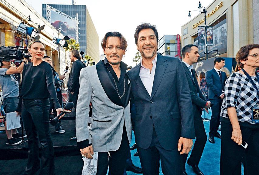 尊尼和謝菲亞在首映表現老友鬼鬼,尊尼曾自爆咀過謝菲亞。