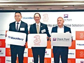 3香港企業市場總經理易頌銘(中)。