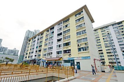 已有半世紀的華富邨預料將會另選五址重建,未來將會增加約萬二單位。