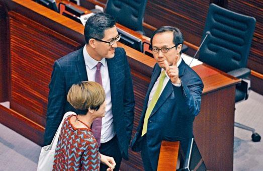 梁繼昌(右)指謝偉俊曾表示,他不用申報與梁振英的民事訴訟。