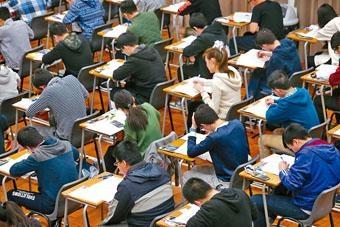文憑試考試費連續第三年加價,平均加幅為百分之四。