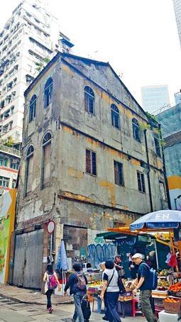 保育團體估計逾八十年歷史的永和號,可能已是本港碩果僅存的「背靠側」建築,故認為有相當保留價值。