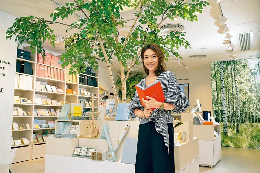 文具迷Jacqueline把興趣變成工作,在香港推廣實體文具。