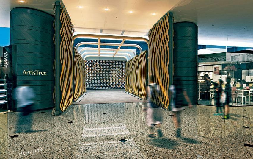 ArtisTree新址更加便捷,從港鐵鰂魚涌站踏上通往太古坊的行人天橋,走不多久,入口便在眼前。