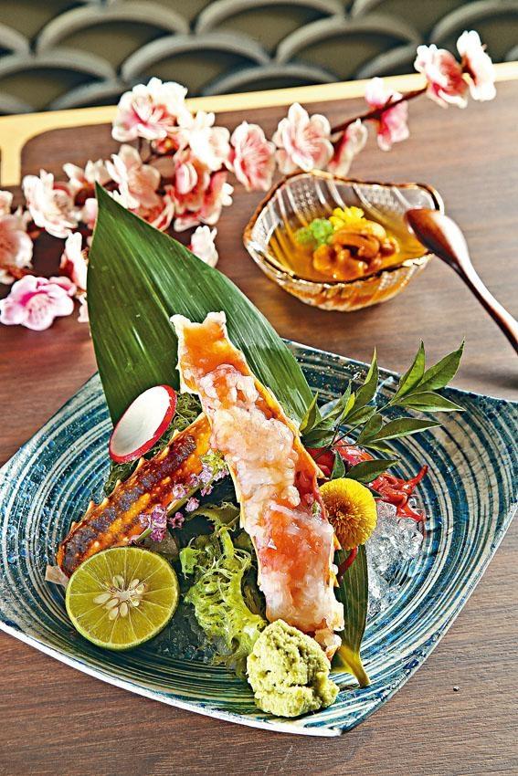 蟹筵供應Tasting Menu,師傅細心將鱈場蟹刺身放回殼內,擺盤精緻。