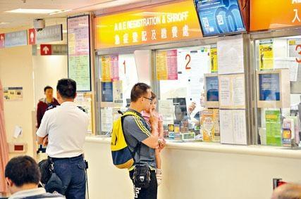 全港公立醫院急症室昨加價,但人流未見明顯減少。