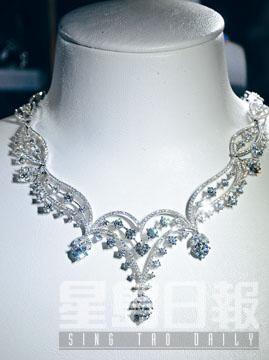 「典雅系列」18K白色黃金鑲鑽石項鏈/$877,200。