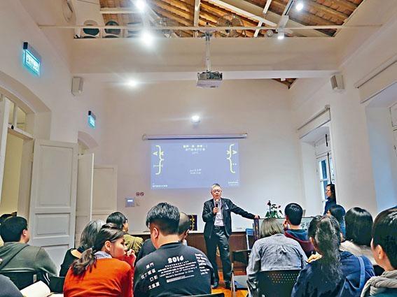 筆者三月初出席《藝評與教育:澳門劇場研討會2017》活動,分享經驗。