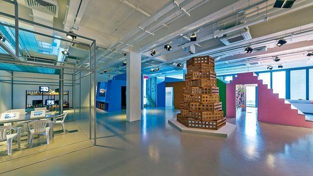 展品包括多種媒介,如攝影、雕塑、錄像、裝置等創作。