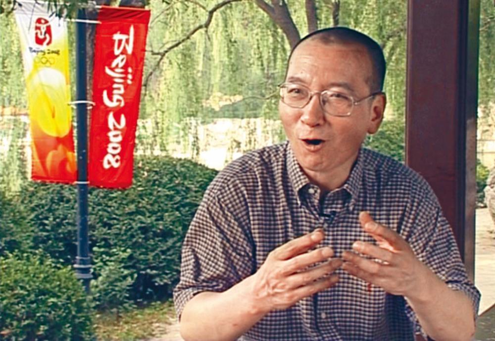 劉曉波發起《○八憲章》入獄。