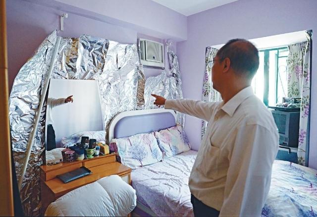 ■葉先生擔心輻射影響健康,於是他按通訊辦人員的建議,在室內貼滿錫紙阻隔輻射。
