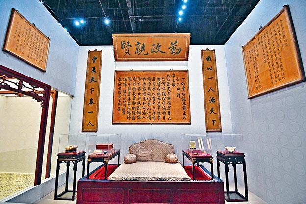 通過殿內的陳設和皇室用器,呈現養心殿在清朝歷史的地位和意義。
