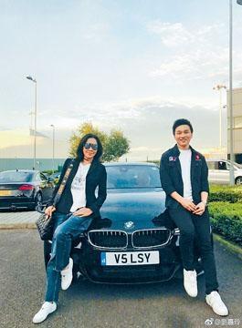 網友猜測劉嘉玲送名車給侄仔,賀他大學畢業。