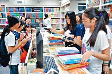 消委會調查顯示,新學年中小學教科書平均加價百分之三點二,高於同期通脹。