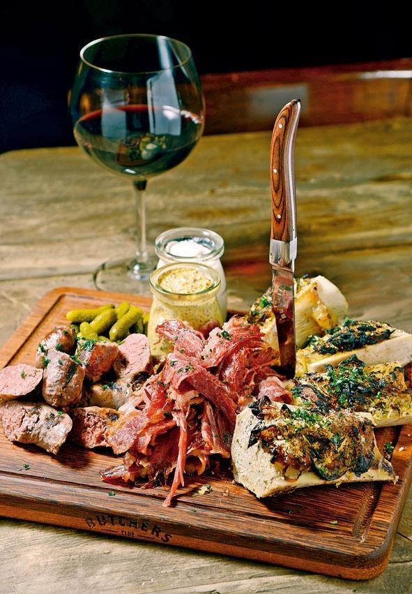 Butchers拼盤(Private Dinner Menu),包括烤骨髓抹醬、鹹牛肉及自家製安格斯牛肉辣根香腸,分量十足,是「食肉獸」的最愛。