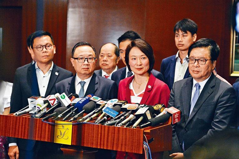李慧琼批評有議員令會議不能正常運作,部分項目不幸成為人質。