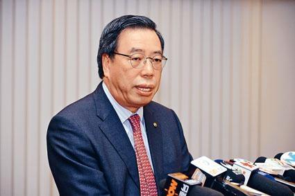 梁君彥表示,他對是否追回四人薪津沒傾向。