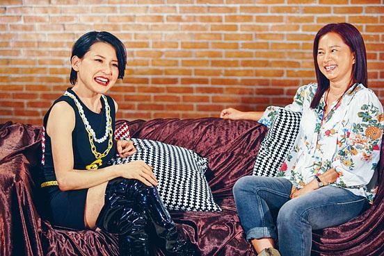 林珊珊(右)大爆媽媽當年擔心劉美君入行受騙。