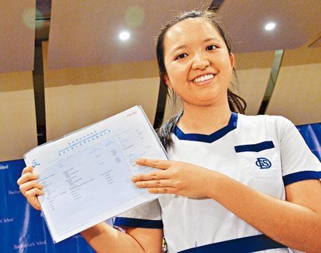 「超級狀元」林莉雯成功入讀心儀的中文大學,及修讀醫學(環球醫學領袖培訓專修)課程。